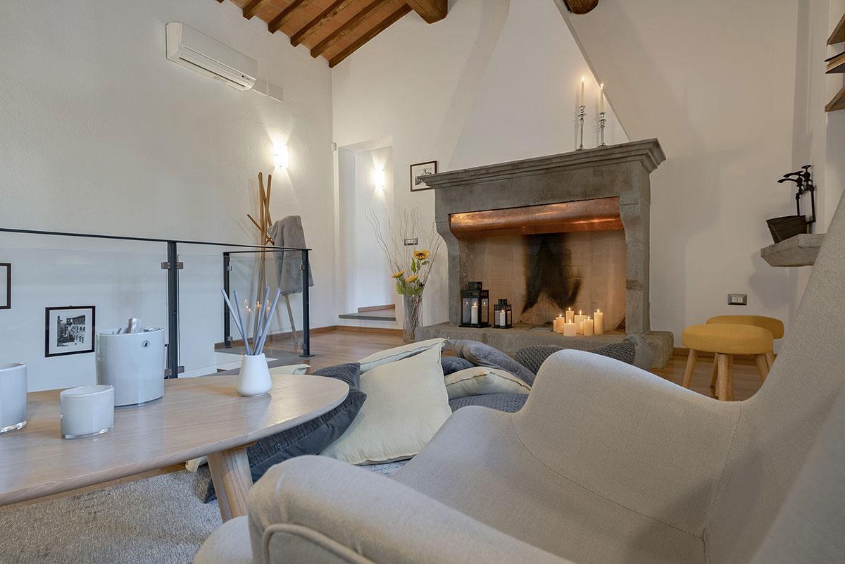 Salone di una casa in campagna a Castiglion Fiorentino